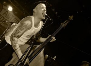 psychobilly slap bass player thomas frenchy fantomas with kings of nuthin