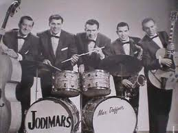 jodimars promo photo with marshal lytle on acoustic bass